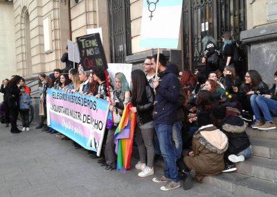SOFA en la concentración contra la transfobia 6
