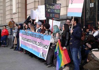SOFA en la concentración contra la transfobia 7