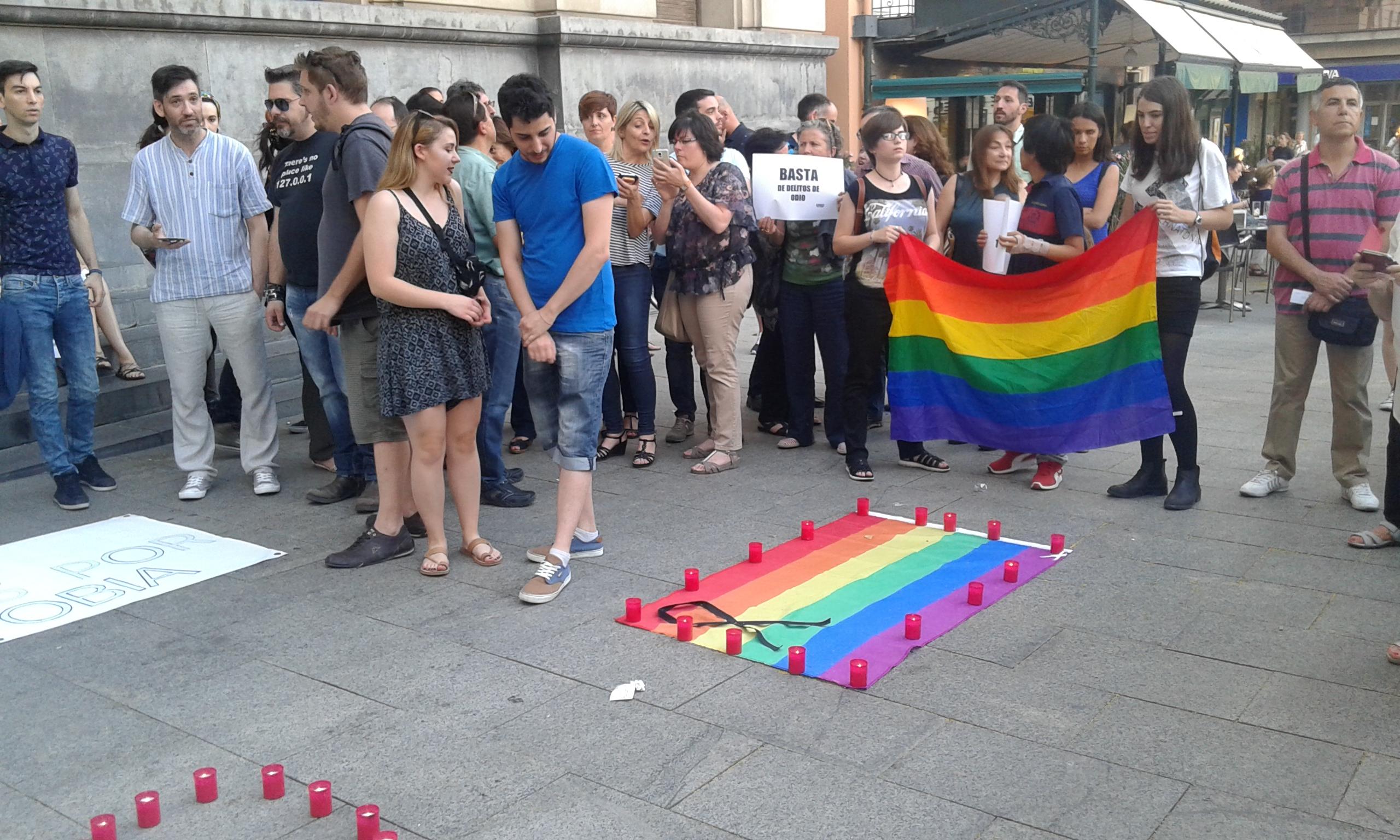 SOFA en la concentración por la masacre de Orlando